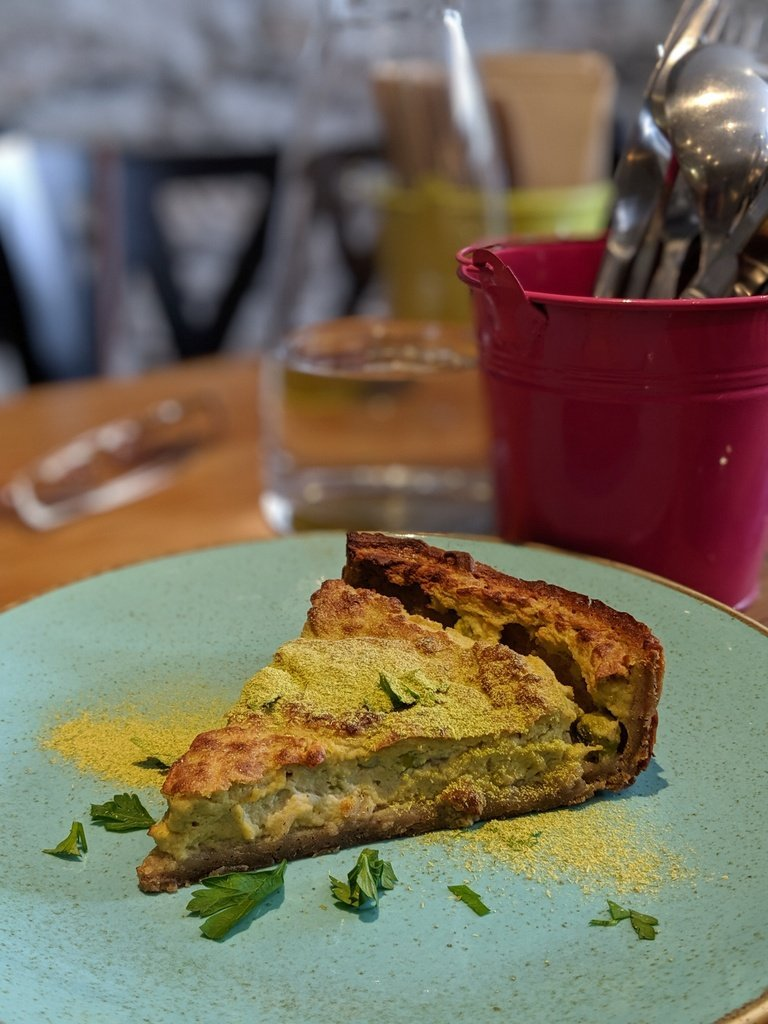 vegan quiche at Totum, a vegan restaurant in Nantes