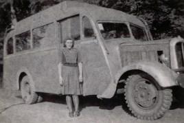 Anfänge von Zöller's Busreisen um 1950 - Anneliese Börder Das Fahrzeug war im Krieg schon gelaufen, wurde dann von Arthur Zöller erworben