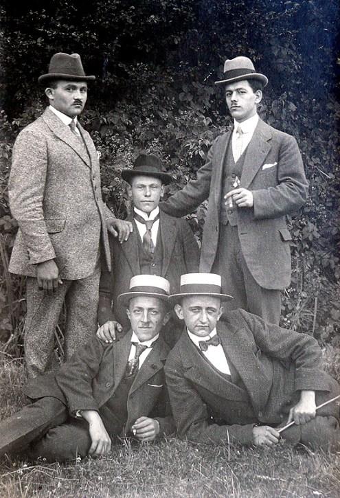 5 Männer Anfang der 1920er Jahre hinten v.l.: ?, Jakob Boden, Wilhelm Buhr vorne v.l.: Peter Steinebach, Anton Bange