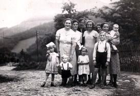 Janz Jeerschthoan um 1940 Der Kleine links ist Jo mit Mutter Gretchen Reuschenbach, der Lachende ist Hans Reuschenbach