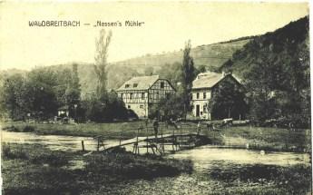 Blick auf die Mühle mit Steg über die Wied um 1905. (Bildquelle: Heiner Strauß, St. Katharinen)