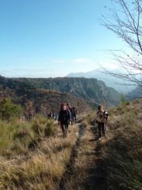 Altiplus , club randonnée dans le 06, 11 décembre 2016 : Le Mont Saint Michel et le circuit des crèches de Luceram avnt d'arriver au Col de l'Ablé