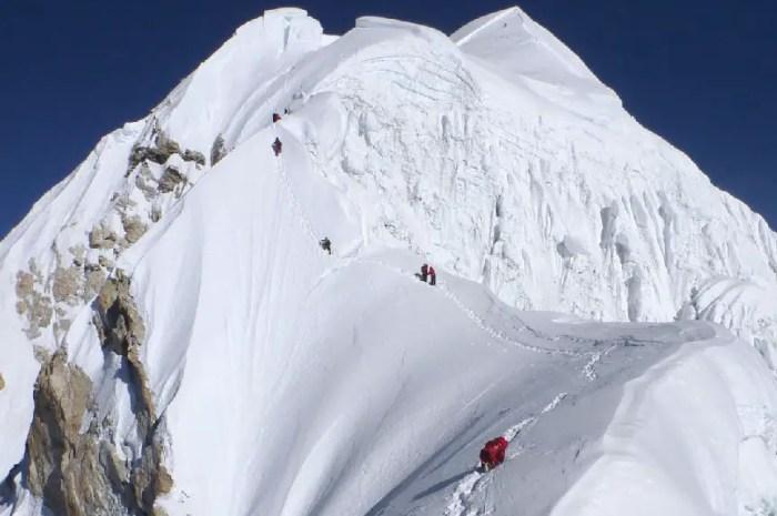 Une expédition au Baruntse porteuse d'espoir pour le tourisme népalais