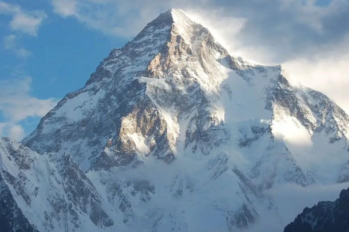 A 19 ans, sans expérience de haute altitude, elle rejoint l'expédition hivernale au K2