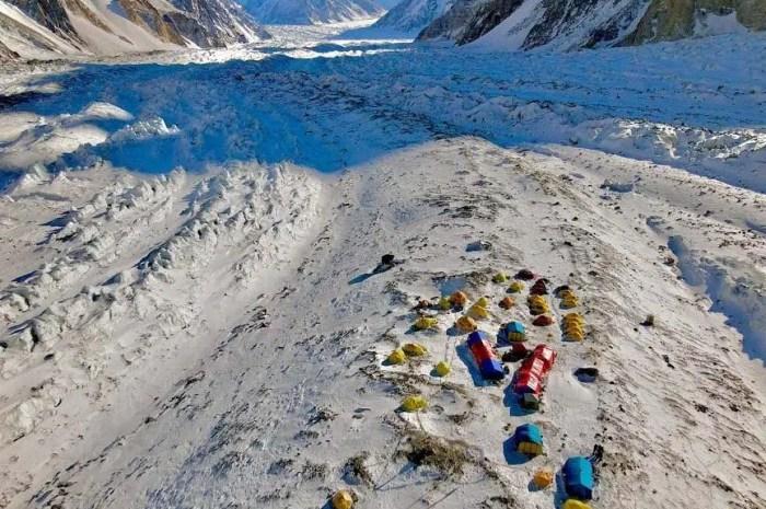K2 : à quoi ressemble le camp de base des expéditions de cet hiver ?