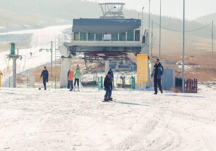 Skier en Mongolie