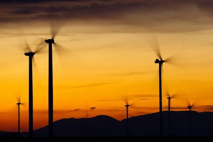 Le ciel s'assombrit pour les éoliennes de la Montagne Sainte Victoire