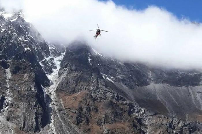 Ascension de l'Everest : un vol en hélicoptère pour prendre du repos
