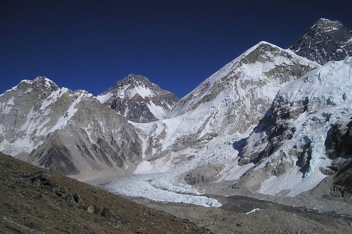 Une pop-star au sommet de l'Everest, Kilian Jornet abandonne !