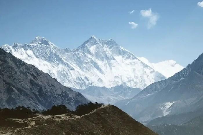 Dans l'Himalaya, le covid régresse mais paralyse toujours la région !