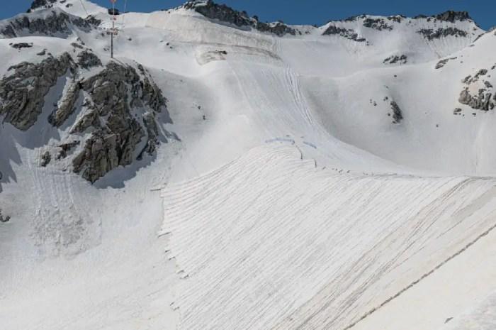 A 3.000 mètres d'altitude : des couvertures pour sauver un glacier alpin !