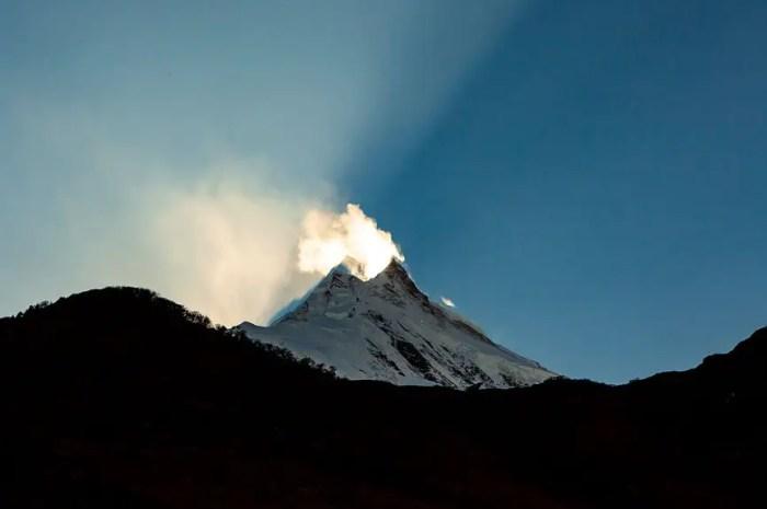 Manaslu 2021 : un alpiniste meurt à 7.800m, Anna Tybor descend à ski !