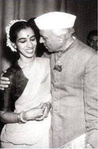 Nehru is congratulating Mrinalini Sarabhai after the Manushya performance in Delhi
