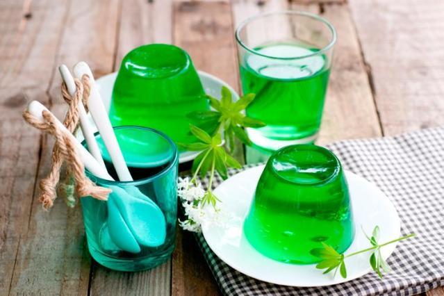 Gelatina verde em pratinhos