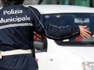 Quattro infrazioni in contemporanea, giovane multato dalla polizia locale