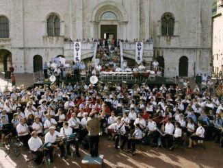 Gubbio, domenica appuntamento in piazza grande con Sbandiamo