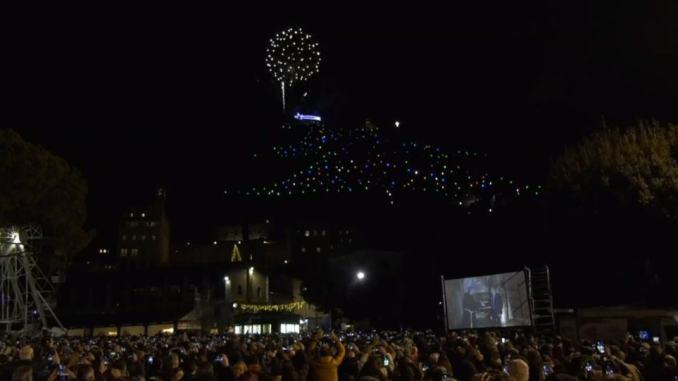 Albero di Natale più grande del Mondo è stato acceso da Betlemme