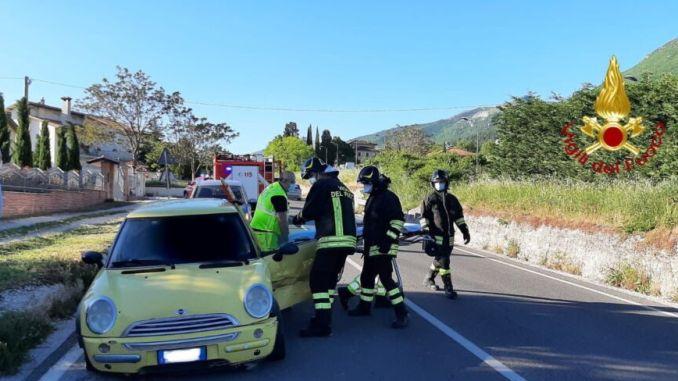 Una persona ferita in uno scontro frontale a Rigali di Gualdo Tadino