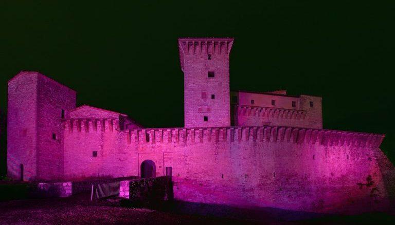 Rocca Flea in viola per Giornata Mondiale sulla fibromialgia