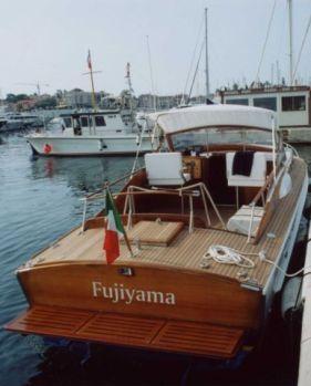 Fujiama Speranzella del 1965 vista da poppa