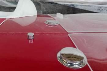 Bocchettoni carico benzina coperchi in plexiglass vano motori