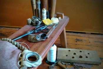 natura morta di un velaio, da Lucy Harris a-sailmakers-still-life-by-lucy-harris
