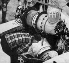 """Le piccole ma potenti gas turbine della Pratt & Witney vengono installate a bordo del """"Thuderbird-Maritime"""": pesavano appena 130 chili l'una. Barca e motori erano di proprietà di Merrick Lewis"""