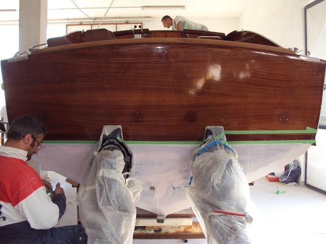 Specchio di poppa portato a legno e vernicato