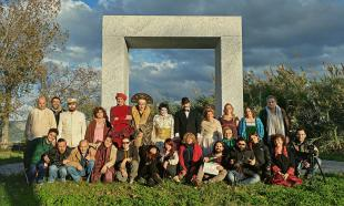 La troupe con gli utenti al Pucciniano di Torre del Lago