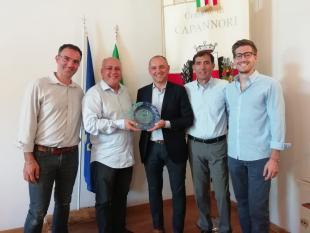 Rodrigo Sabatini consegna il premio al sindaco Menesini