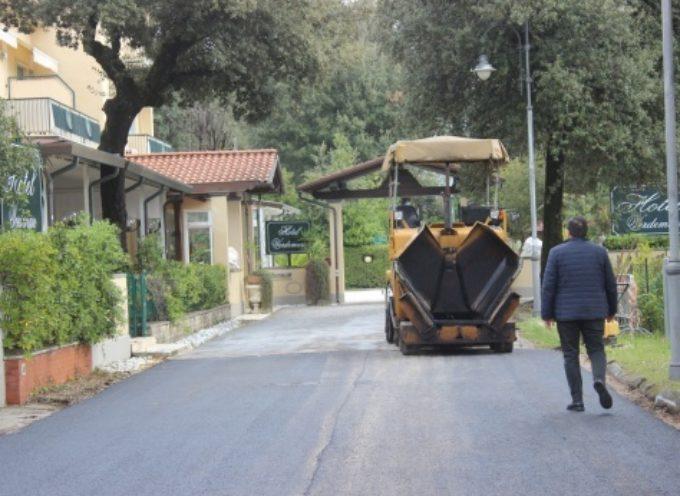 PIETRASANTA – Viabilità: strade pericolose a Focette, via radici e nuovo asfalto tra via Mameli-via Cipro