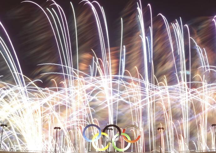 Fogos celebram a festa de encerramento da Olimpíada (Foto: REUTERS / Ricardo Moraes)