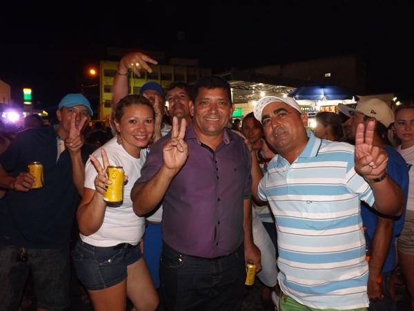 Vice-prefeito, Marcos do Riacho do Meio no meio da multidão