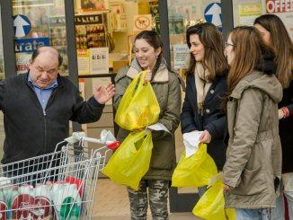Grande raccolta viveri, un fine settimana di solidarietà