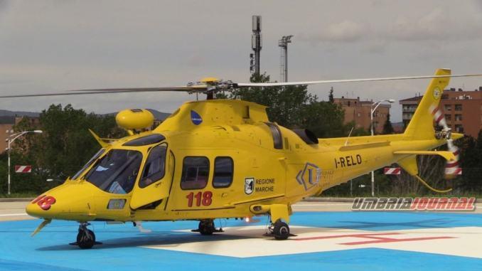 Auto in un burrone a Città di Castello, conducente in ospedale con elisoccorso