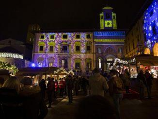 Natale al villaggio tirolese, ad Arezzo feste natalizie con baita, Babbo Natale e Lego