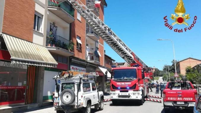 Palazzina di 12 appartamenti, incendio contatori Enel, evacuate famiglie