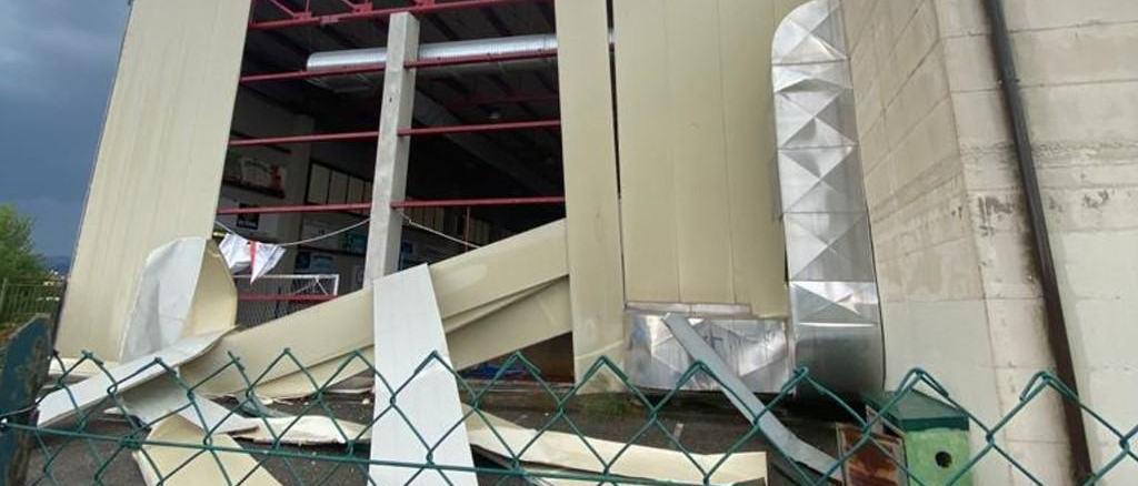 Tromba d'aria in Altotevere, crollo al palazzetto dello sport di Trestina