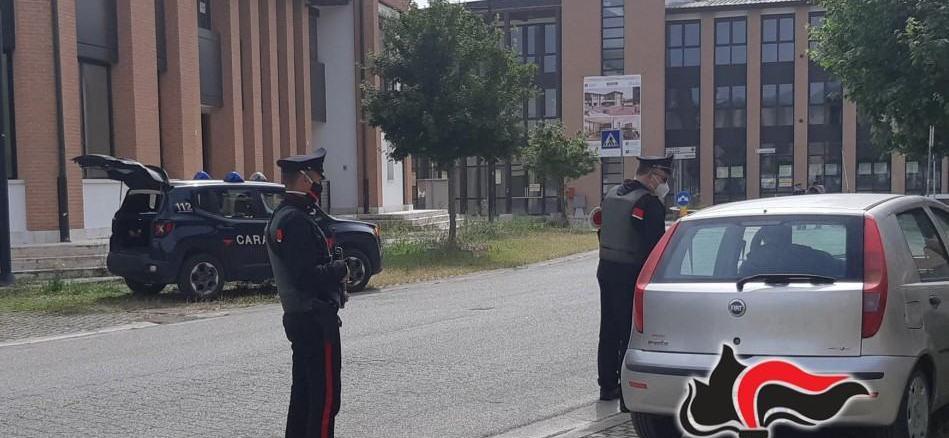 Piuttosto che pagare multa minaccia Carabinieri di bruciargli casa, denunciato