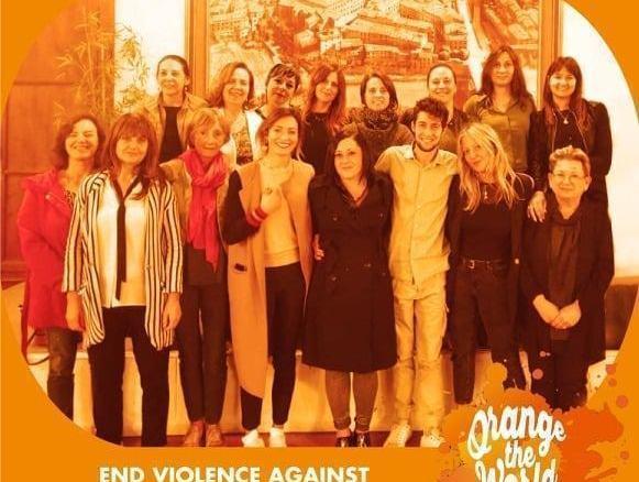 Umbertide si illumina di rosso contro la violenza sulle donne