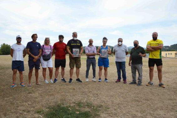 Parata di campioni nazionali di lancio alla pista di atletica a Città di Castello