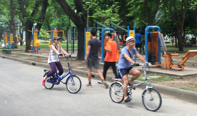 Gym-and-cycling-in-bangkok-park