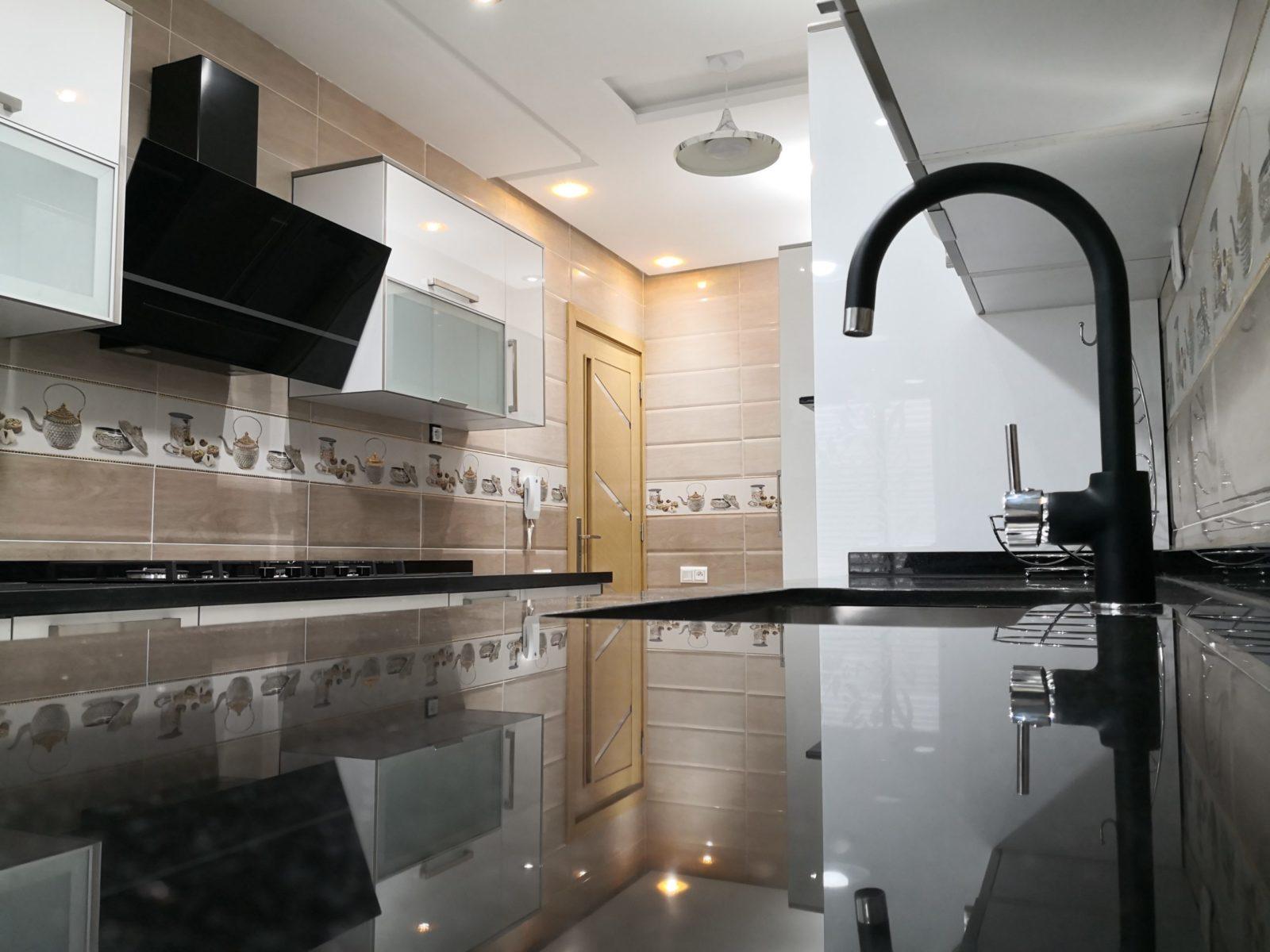 مطبخ عصري برخام جلاكسي