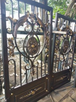 contoh pintu besi tempa