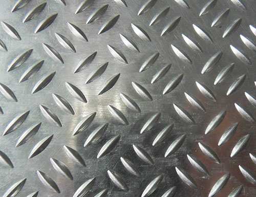 5083 aluminium checker plate, Al-Mg-Si alloy, with good corrosion resistance, good rust performance, hardness, durability. Low density, high strength, aluminum tank, lightweight automotive aluminum, marine aluminum, aerospace aluminum. 5000 series AL-Mn alloy is the most widely used of a rust-proof aluminum, the strength of this alloy is high, especially with fatigue strength: high plasticity and corrosion resistance, heat treatment can not strengthen, in the semi-cold hardening plastic Good cold hardening plasticity is low, good corrosion resistance, good weldability, poor machinability, can be polished. Uses Mainly used for demanding plasticity and good weldability, in the liquid or gas medium work in low-load parts. aluminum checker coil The application of 5083 aluminium checker plate: The outer side of the ship's bottom, the deck of the ship, automotive parts, aircraft welding parts, subway light rail parts.