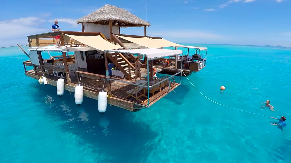 Floating Bar Cloud9 In Fiji Is The Coolest Place To Party