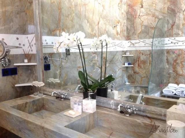 baño de hotel de lujo