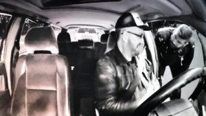 Jan Lundberg som den ständigt pissnödige taxichauffören.