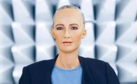 """فيديو صادم.. داعية مصري يُفتي و يثير الجدل: """"ممارسة الجنس مع الروبوت صوفيا ليس زنا""""!"""