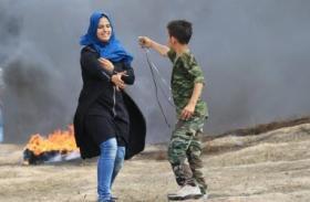 الغارديان: هكذا قتل قناص إسرائيلي الطفلة وصال على حدود غزة